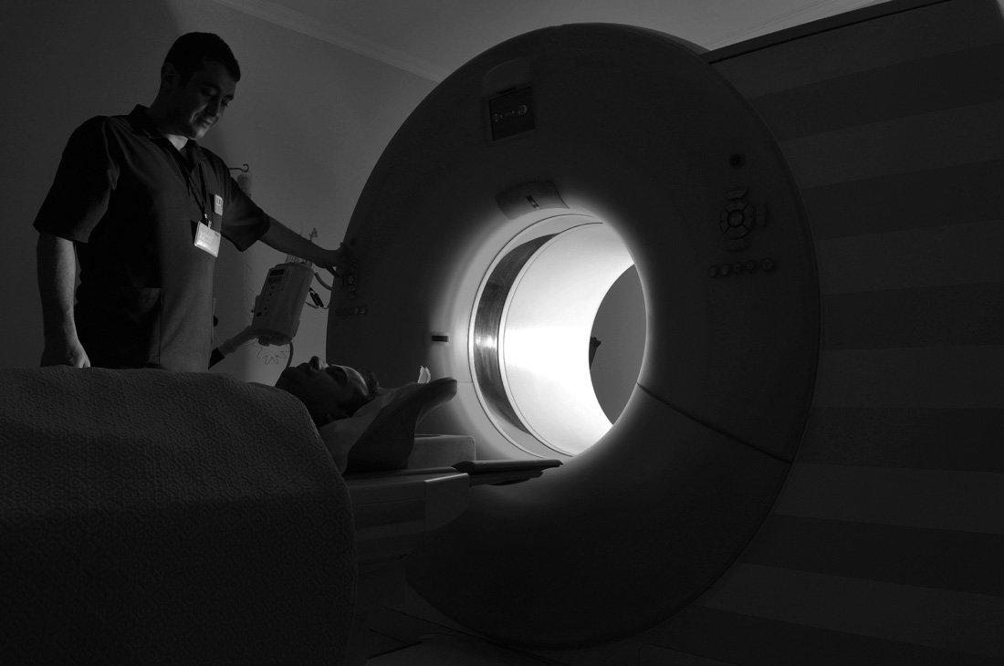 azisks-dr-bailie-arizona-orthopedic-mri